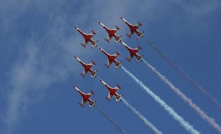 Regii cerului au ajuns în România. Avioanele supersonice vor face spectacol pe cerul Bucureştiului