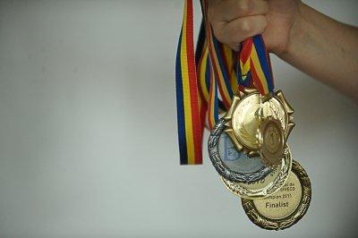 Elevi români, medaliaţi la Olimpiada Internaţională Pluridisciplinară Tuymaada. Cine sunt ei