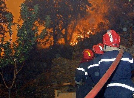 Incendiul din Bucegi s-a extins spre Parcul Naţional. Elicopterele nu pot interveni