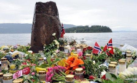 """""""Norvegienii şi imigranţii sunt şi mai apropiaţi"""". Norvegia comemorează un an de la masacrul comis de extremistul Breivik"""