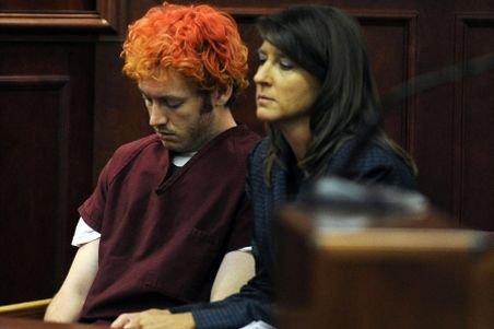 Autorul masacrului din Colorado, cu un aer absent în faţa magistraţilor. James Holmes riscă pedeapsa capitală