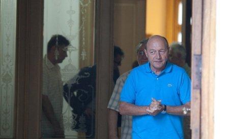 """Vrea să iasă învingător la """"masa verde""""? """"Băsescu şi echipa sa pregătesc o strategie de boicotare a referendumului"""""""