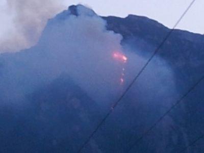 Dezastru natural de proporţii în munţii Bucegi. Incendiul, stins de elicopterele MAI
