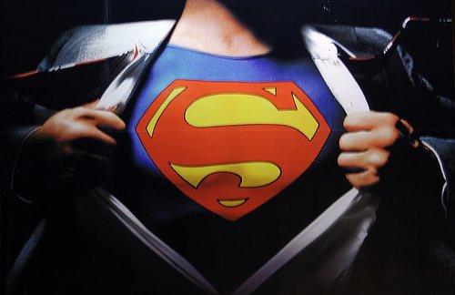 Eroism sau inconştienţă? Un poliţist s-a crezut SUPERMAN dar şi-a rupt picioarele