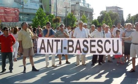 """""""Mai avem un singur dor, să îl dăm jos pe dictator"""". Miting la Cluj- Napoca împotriva preşedintelui suspendat"""