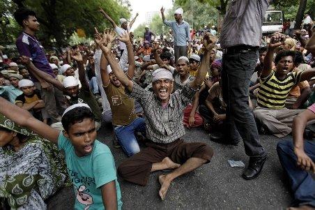 Zeci morţi şi 170.000 de refugiaţi în India, în urma unor violenţe între triburi indigene şi musulmani