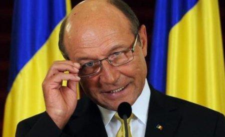 Băsescu îndeamnă românii, prin intermediul unei televiziuni paneuropene, să boicoteze referendumul