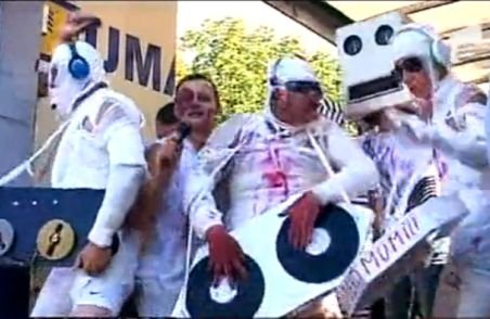 De 12 ani, Liberty Parade devine mai colorată şi zgomotoasă. Cum s-au distrat tinerii în drum spre Saturn