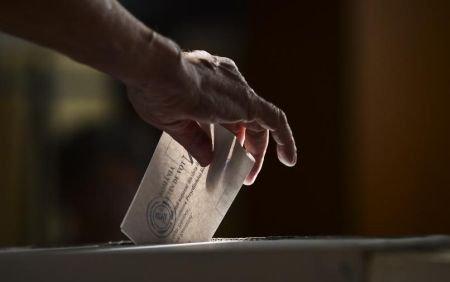 Oamenii se plâng că sunt împiedicaţi să voteze. Sute de incidente au fost semnalate