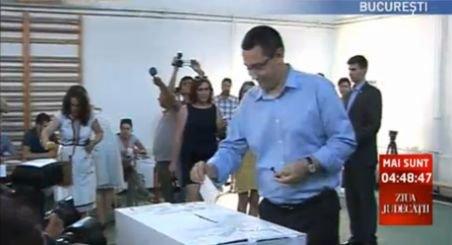 Ponta: Referendumul se desfăşoară corect, ţipetele privind frauda sunt şmecherii de campanie