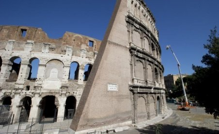 Colosseumul din Roma, în pericol. Celebrul monument s-a înclinat cu 40 de centimetri