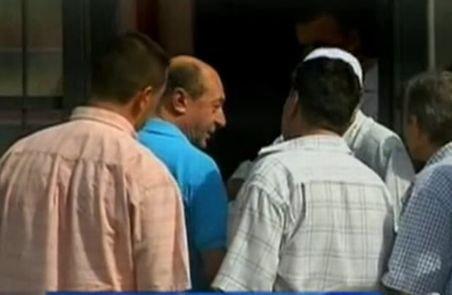 """Băsescu """"se vede deja cu sacii în căruţă"""". Şi-a repezit susţinătorii: Bun, dar am şi consilieri"""
