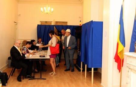 Mai puţin de 75.000 de români din străinătate au votat la referendumul de duminică