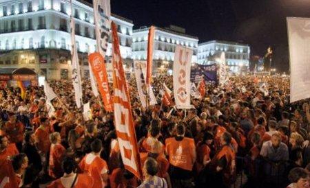 Grecia şi Spania fierb din nou. Afectaţi de criza datoriilor şi măsurile de austeritate oamenii refuză să plătească preţul cerut