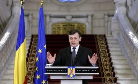 Antonescu, la învestirea noilor miniştri: Îi mulţumesc în special lui Marga, care a făcut tot ce se putea face