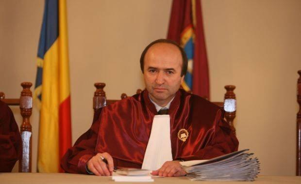 Uite erata, nu e erata. Judecătorul Toader cere convocarea de urgenţă a plenului Curţii Constituţionale 442