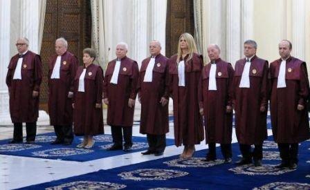 Cine sunt cei nouă judecători care decid astăzi soarta României