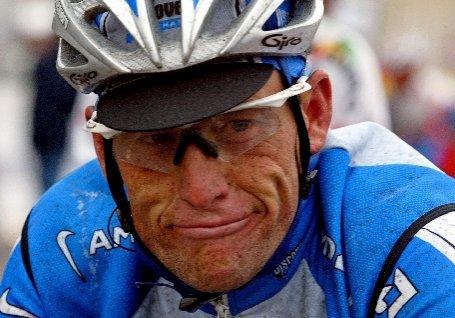 Fundaţia lui Lance Armstrong a primit o cantitate record de donaţii, după anunţul că sportivul a fost scos din ciclismul profesionist
