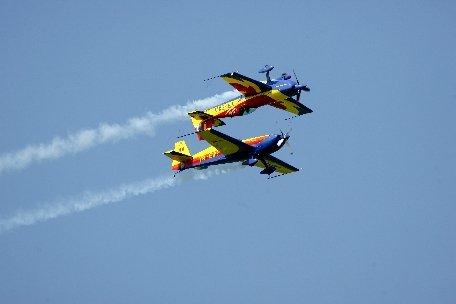 Spectacol la Tuzla. Zeci de piloţi şi paraşutişti au participat la un miting aviatic