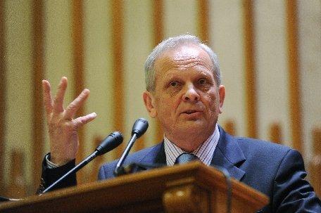 Theodor Stolojan: Nu avem nicio speranţă de redresare economică, ar trebui să ne pregătim pentru mai rău