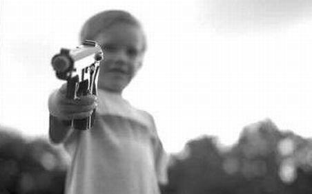 Austria. Un copil în vârstă de numai 5 ani şi-a împuşcat mătuşa în cap