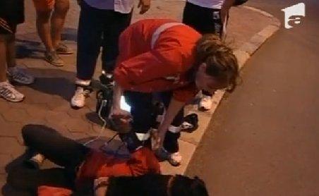 """Circ în centrul Devei. O femeie, """"aghesmuită"""" straşnic, ţipă că medicii încearcă să îi fure câinele"""