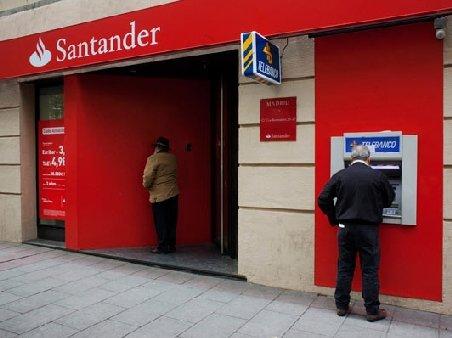 Retrageri record în Spania: Spaniolii au retras 75 miliarde euro din bănci, în iulie