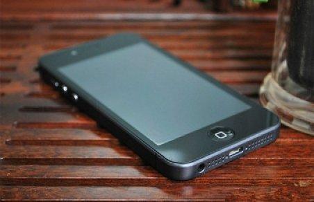 iPhone 5, copia modelului chinezesc i5? O companie din Hong-Kong vrea să dea în judecată Apple