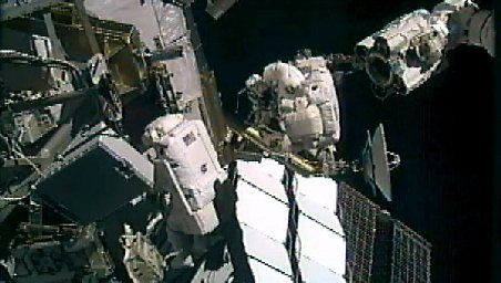 NU-ŢI VA VENI SĂ CREZI ce unealtă au folosit doi astronauţi să repare în spaţiul cosmic Staţia Spaţială Internaţională