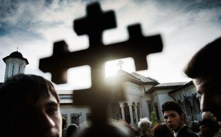 România. În fiecare an apar 200 de biserici, iar la fiecare trei zile dispare o şcoală