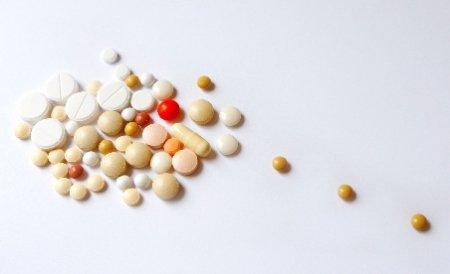Jumătate dintre medicamentele din farmacii sunt apă de ploaie. Semnalul de alarmă tras de doi medici francezi