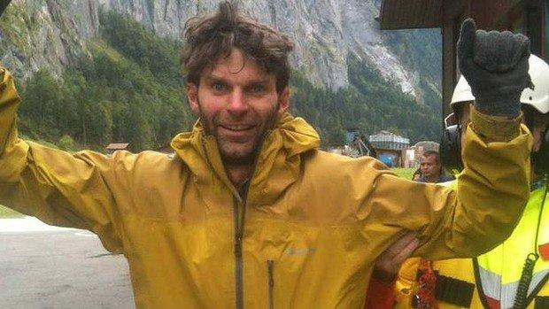 Pierdut în munţi, salvat datorită Facebook. Un bărbat îşi datorează viaţa prietenilor şi reţelei de socializare
