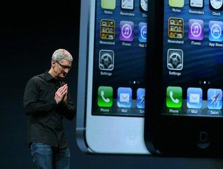 Moment extrem de rar la Apple. Ce gest a făcut Tim Cook în contextul problemelor cu noul sistem de hărţi