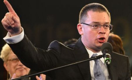 Ponta, despre Ungureanu: Are o aplecare către lux pe banii statului