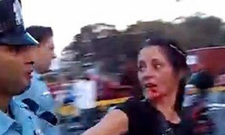 Un poliţist i-a dat un pumn în faţă unei femei. Agentul este anchetat şi ar putea fi suspendat