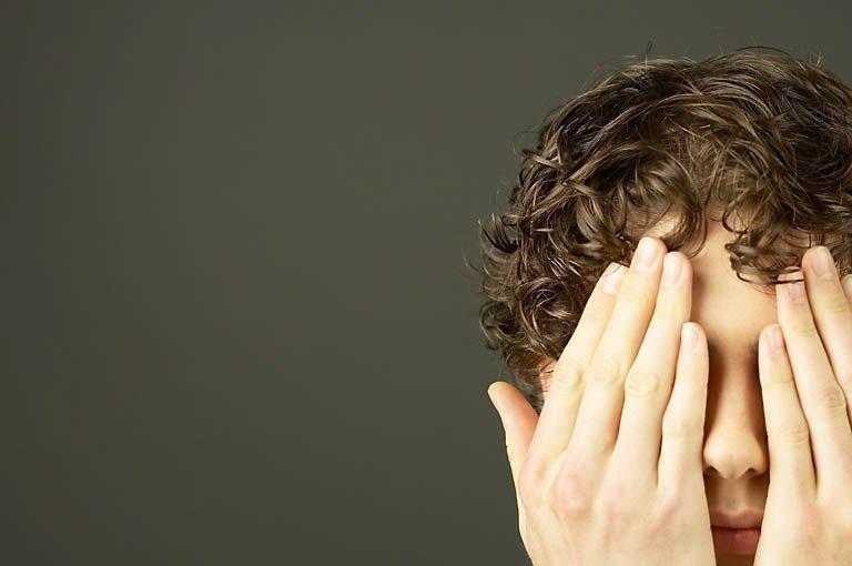 Adolescentul care ne dă tuturor o lecţie de viaţă. Orb şi cu auzul aproape pierdut, băiatul este olimpic şi învaţă într-un liceu normal