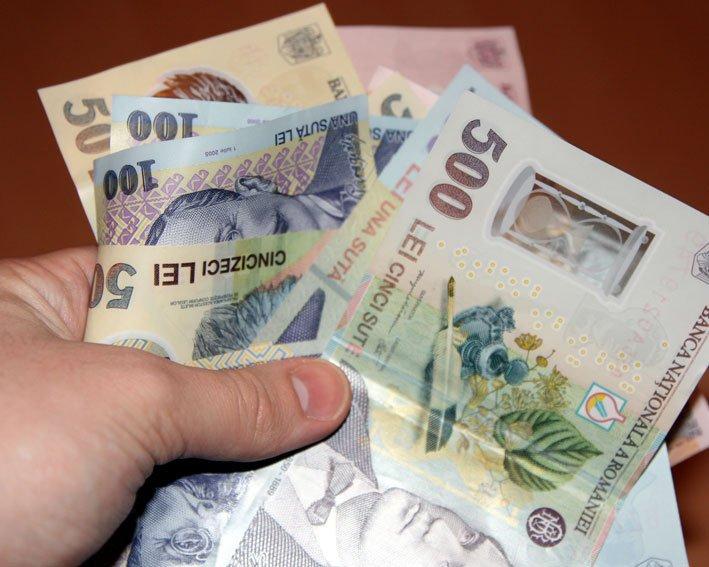 Românii dau cea mai mare parte din bani pe mâncare, alcool şi tutun