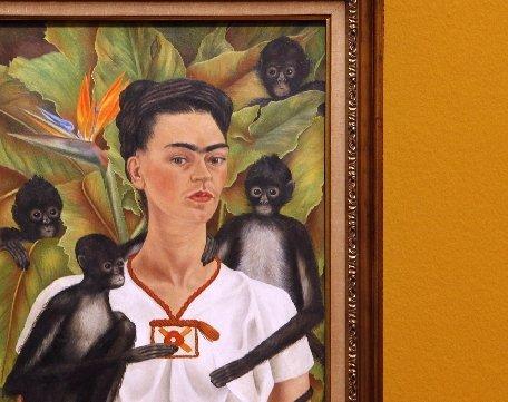 Garderoba Fridei Kahlo ascundea o viaţă plină de durere fizică şi psihică
