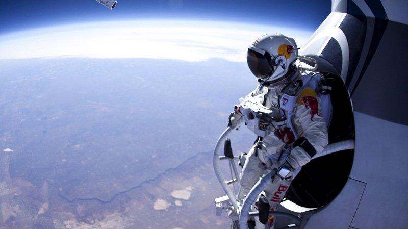Pregătit să scrie istorie. Felix Baumgartner va sări cu paraşuta de la 36.500 de metri înălţime