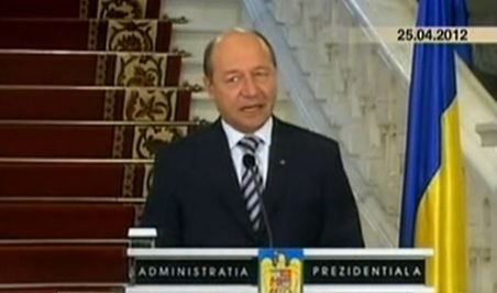 Unde și-a pierdut Traian Băsescu coloana vertebrală? Vezi diferența între președintele nostru și un europarlamentar britanic