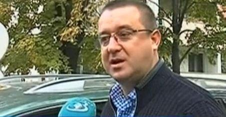 După ce se interesează de verificările făcute la Antena3, Blejnar dorește să felicite trustul