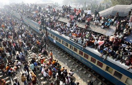 Aşa arată un tren plin cu pasageri în Bangladesh!