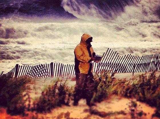 """""""Uraganul Sandy a fost grav afectat de casa lui Chuck Norris"""". Americanii au început să facă glume pe seama uraganului"""