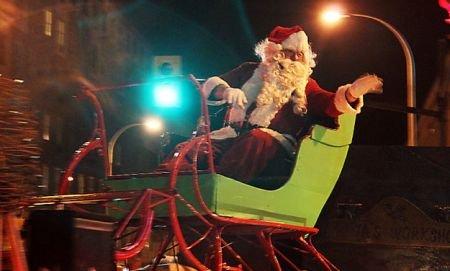 Moş Crăciun a greşit anotimpul. A venit la Piatra Neamţ cu o lună mai devreme