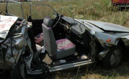 Vieţile lor s-au oprit pe loc. Patru tineri au murit în urma unui accident rutier produs în Gorj