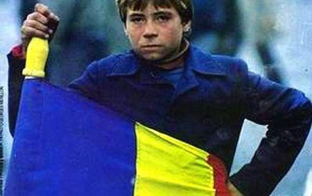 El este Gavroche al României  Îmbrăcat în tricolor, a