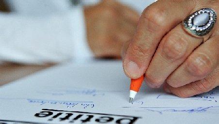 Petiţiile trăsnite cu care se confruntă Ministerul Administraţiei şi Internelor