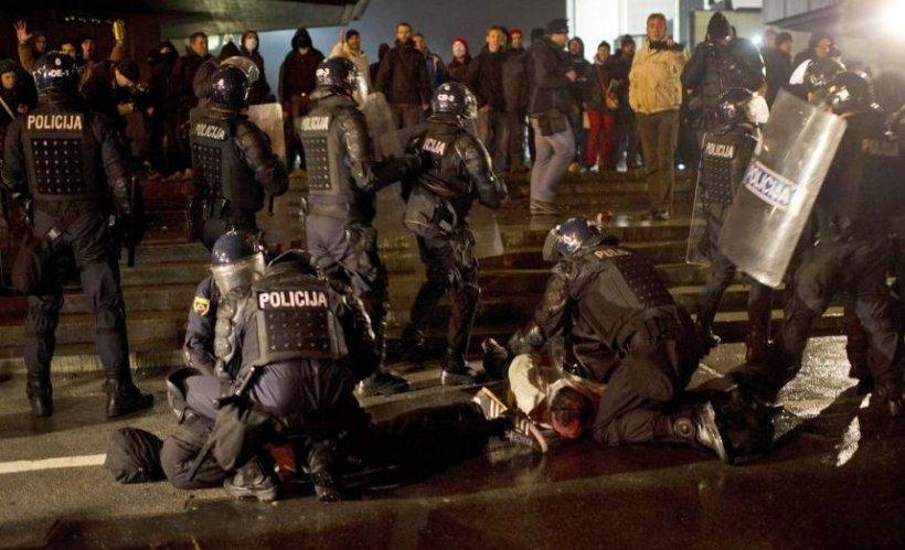 Haos în capitala Sloveniei. Protest de amploare faţă de măsurile de austeritate