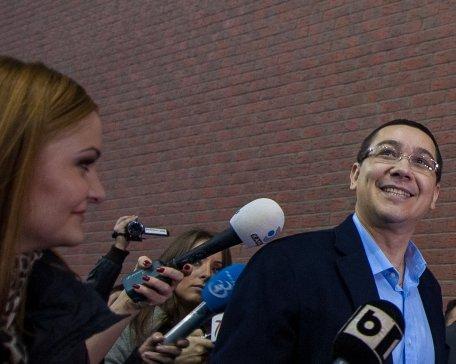 Victor Ponta a aprins iluminatul public de sărbători în Târgu-Jiu