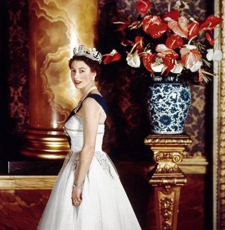Viaţa privată a Reginei Elisabeta a II-a. Vezi aici fotografii de excepţie